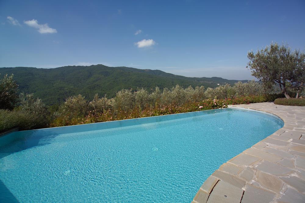 Consigli sulla piscina in pannelli d 39 acciaio ladivinapiscina for Piscina con cascata