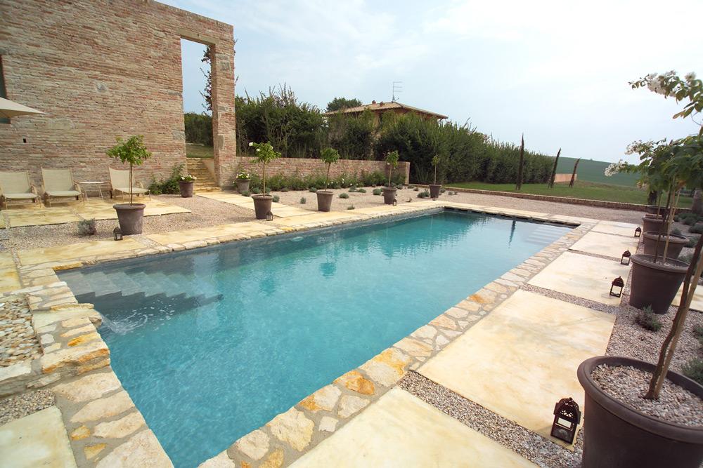 Excellent costruire una piscina a skimmer infatti costa mediamente il in meno rispetto alla - Costruire piscina costi ...