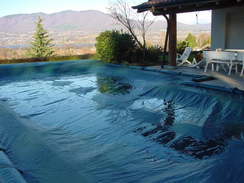 Copertura invernale per piscina wincover standard completa di tubolari perimetrali di fermo - Chiusura invernale piscina ...